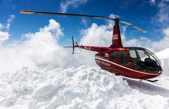 हेलिकप्टर चढेर गोसाइकुण्डको अवलोकन गर्ने अबसर प्रदान गर्दै लिखु–छहरे महोत्सव